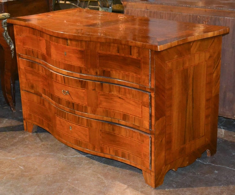 18th Century German Shaped Front Commode For Sale 1