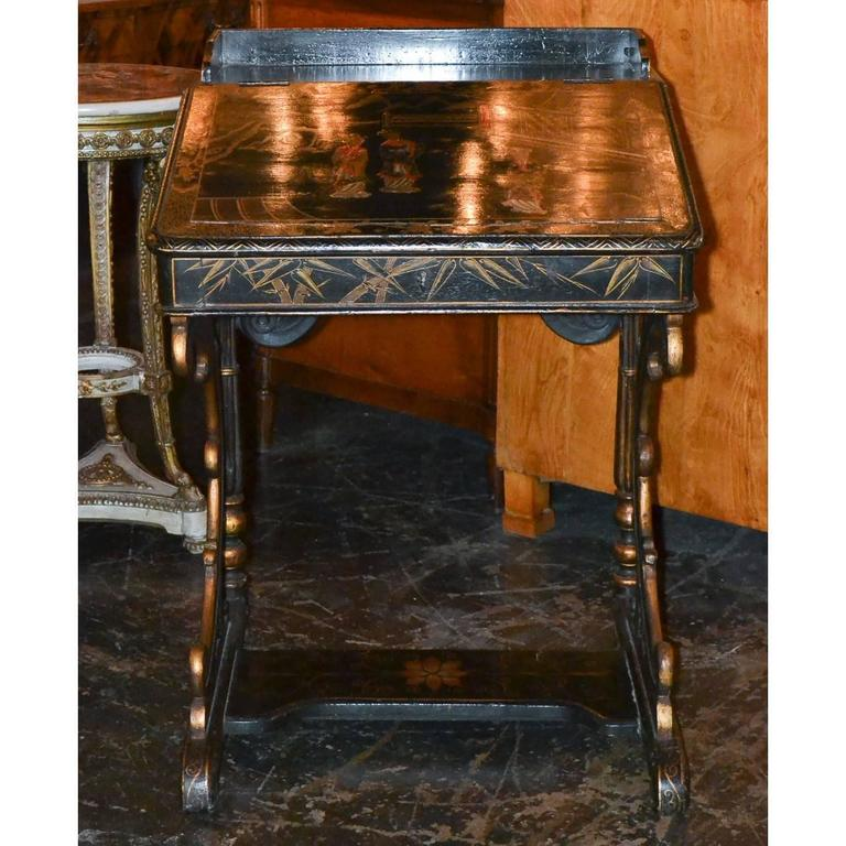 Nice 19th Century English Chinoiserie Davenport Desk In Good Condition For Sale In Dallas, TX