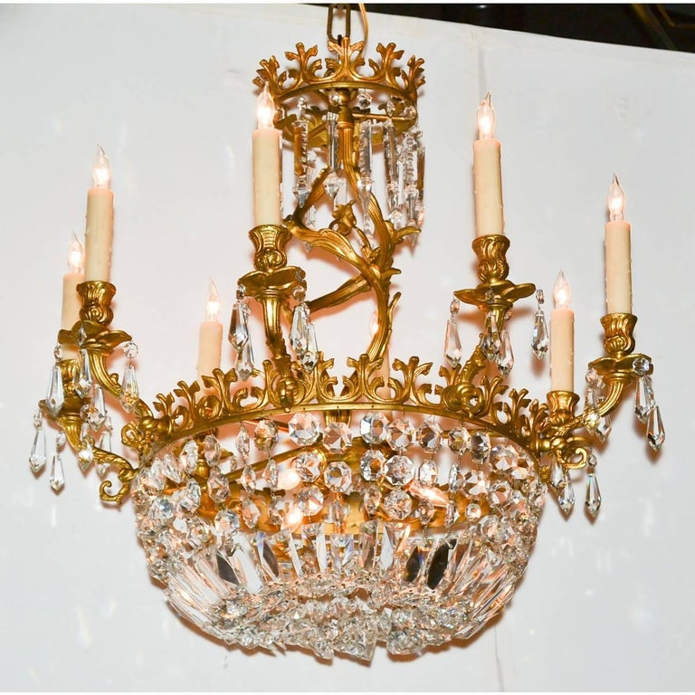 Early 20th Century French Rococo Bronze and Crystal Chandelier For Sale 1