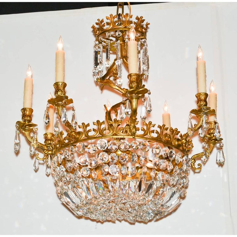 Early 20th Century French Rococo Bronze and Crystal Chandelier For Sale 4