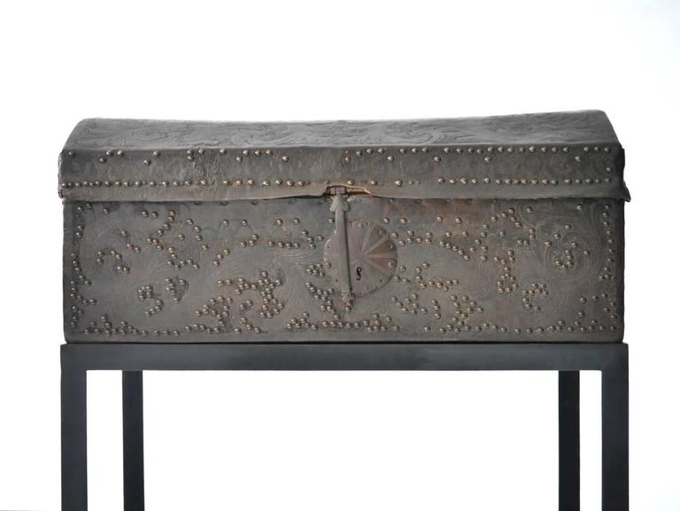 Spanish Colonial Leather Trunk In Good Condition For Sale In Chicago, IL