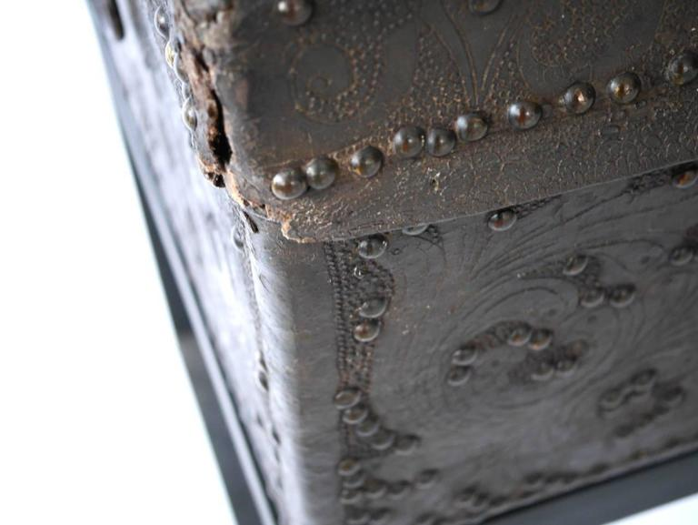 Late 18th Century Spanish Colonial Leather Trunk For Sale