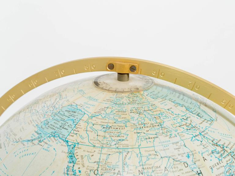 Replogle Illuminated Globe on Stand In Good Condition In Tarrytown, NY