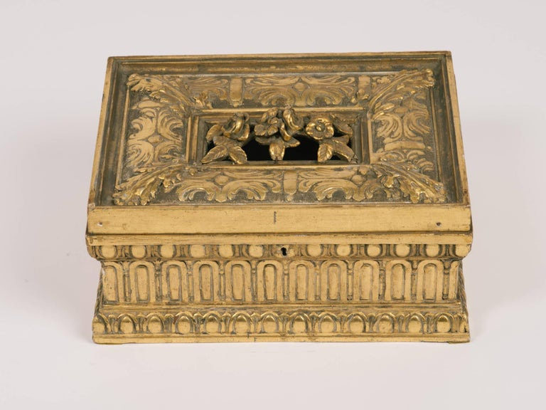 1920s Giltwood and Gesso Box In Good Condition For Sale In Tarrytown, NY