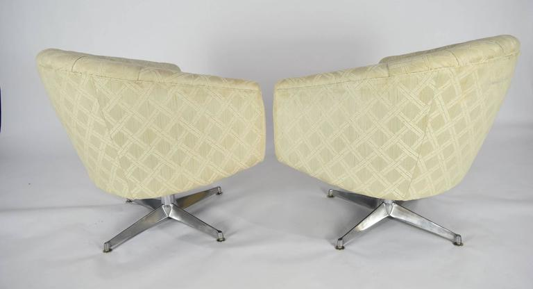 Mid-Century Modern Pair of Ward Bennett Swivel Lounge or Club Chairs