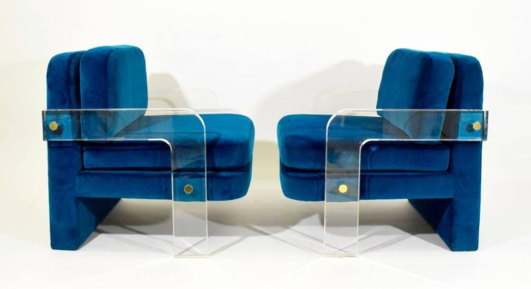 Mid-Century Modern Pair of Vladimir Kagan Lucite Lounge Chairs in Holly Hunt Upholstery