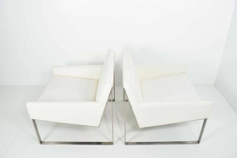 Elegant American Pair Of B3 White Leather Lounge Chairs By Fabien Baron For  Bernhardt For Sale