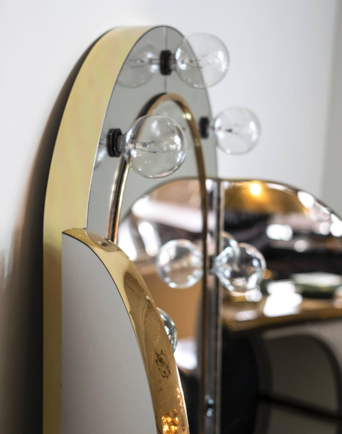 Vanity With Lighted Mirror And Chair : Lucite and Brass Waterfall Vanity with Lighted Mirror and Stool at 1stdibs