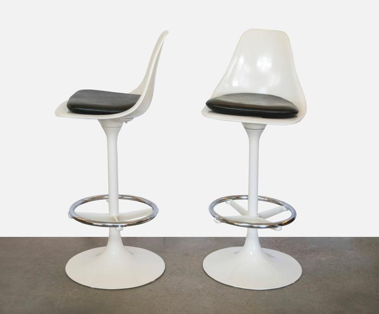 Set Of Four Tulip Saarinen Swivel Bar Stools For Sale At 1stdibs