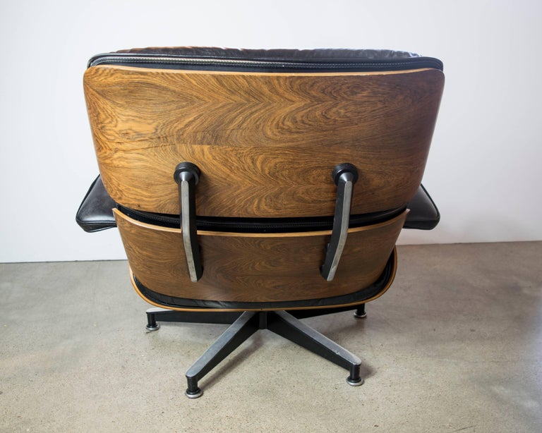 Original Rosewood Eames Lounge Chair and Ottoman in Black Leather For Sale 2