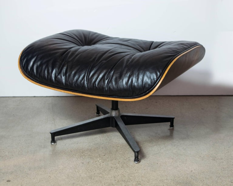 Original Rosewood Eames Lounge Chair and Ottoman in Black Leather For Sale 3
