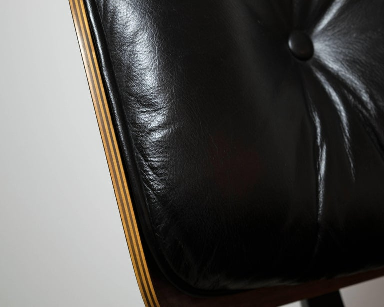 Late 20th Century Original Rosewood Eames Lounge Chair and Ottoman in Black Leather For Sale