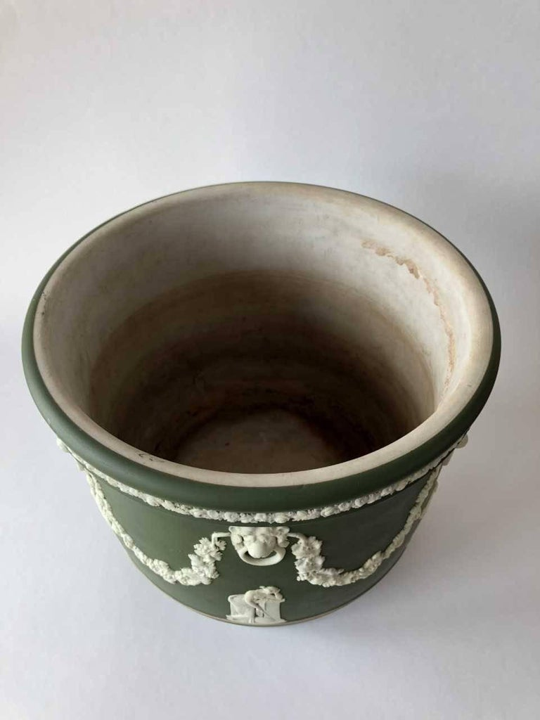Wedgwood Dark Olive Green Jasper Jardiniere, 1925 In Excellent Condition For Sale In Southampton, NY