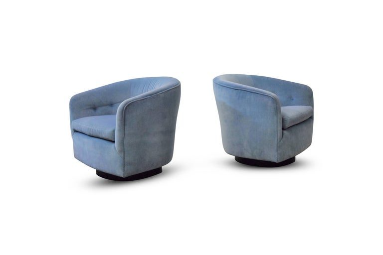 Mid-Century Modern Pair of Milo Baughman Swivel and Tilt Lounge Chairs  For Sale