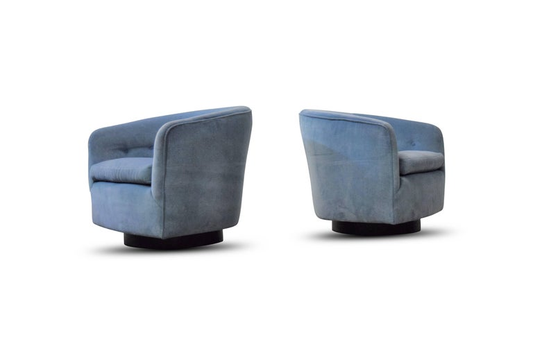 American Pair of Milo Baughman Swivel and Tilt Lounge Chairs  For Sale