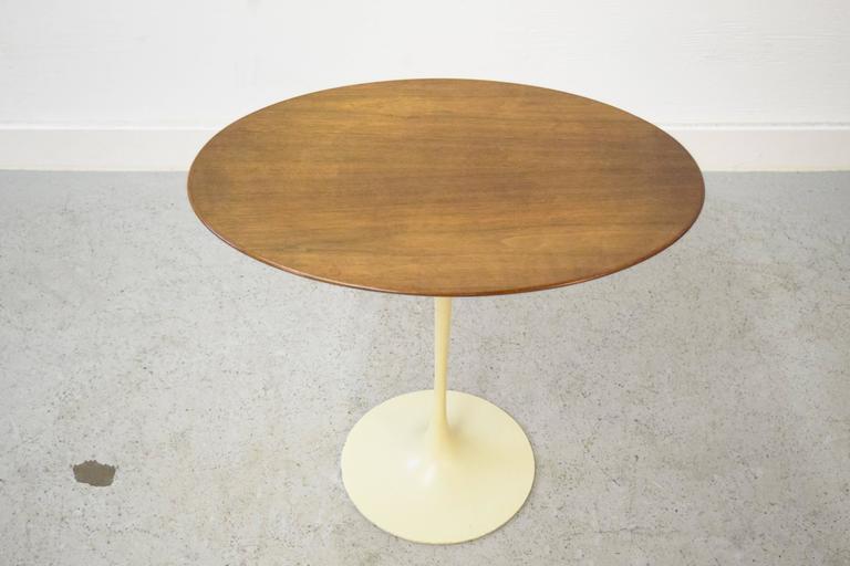 Mid-Century Modern Early Eero Saarinen for Knoll Oval Tulip Side Table For Sale