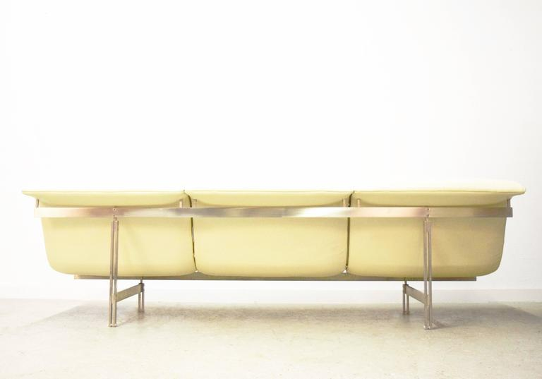 Giovanni Offredi 'Wave' Leather Sofa by Saporiti, Italy In Excellent Condition For Sale In Middlesex, NJ