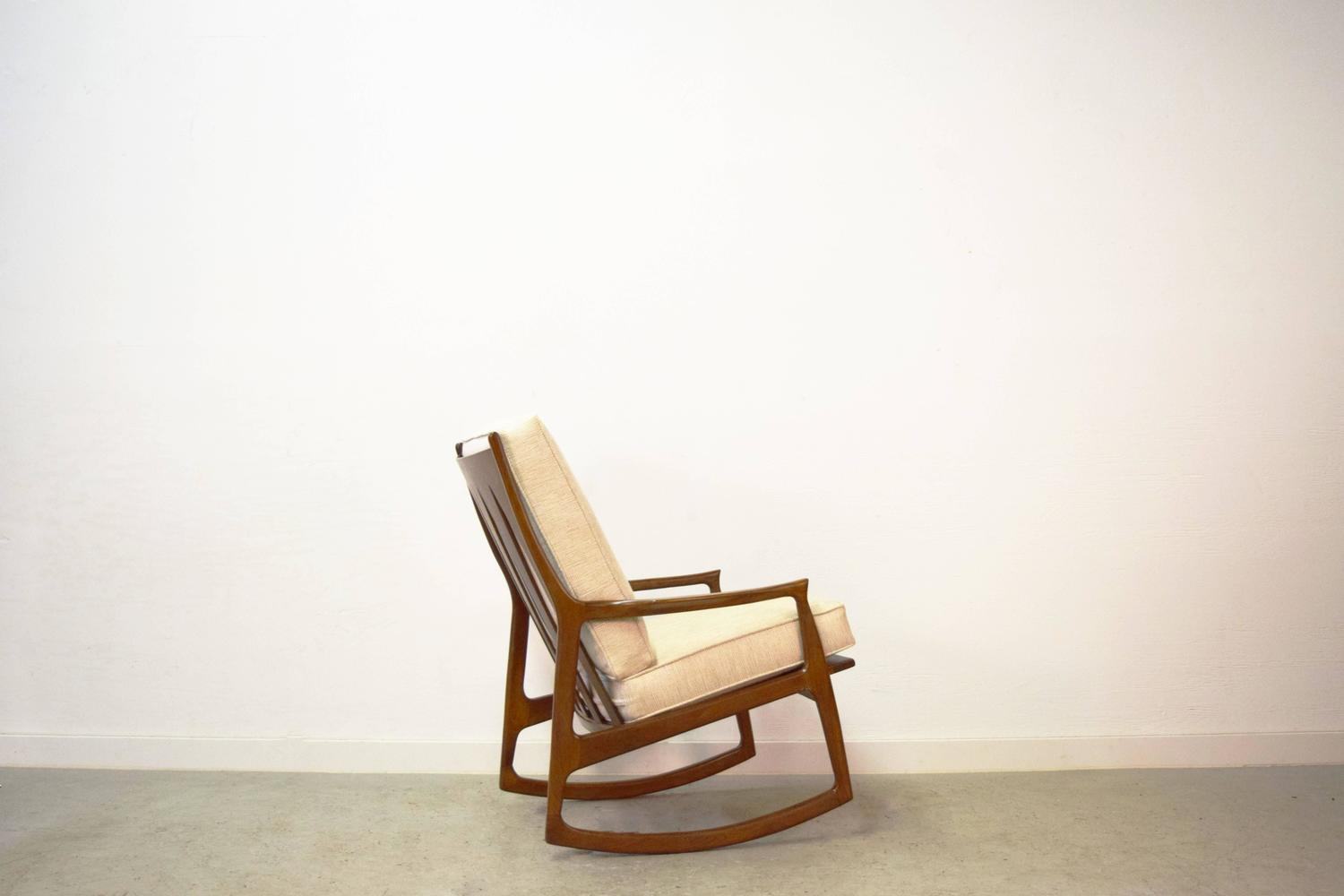 Milo Baughman Archie Walnut Rocking Lounge Chair For Sale at 1stdibs
