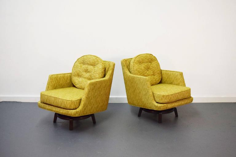 Mid-Century Modern Pair of Edward Wormley Swivel Lounge Chairs for Dunbar For Sale