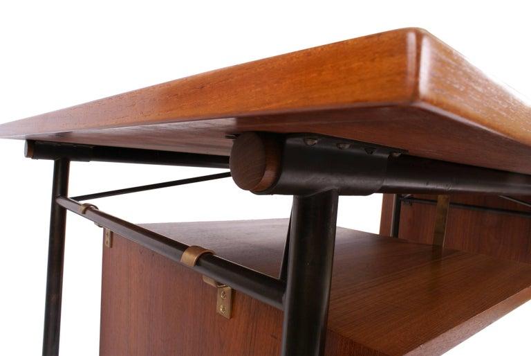 Finn Juhl Desk in Teak for Bovirke, Model BO69, 1953 In Excellent Condition For Sale In Copenhagen, DK