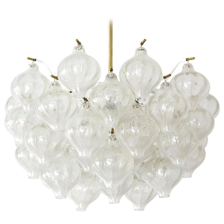 Set Kalmar Chandelier and Pair of Sconces Wall Lights 'Tulipan' Glass Brass 1970 For Sale 2