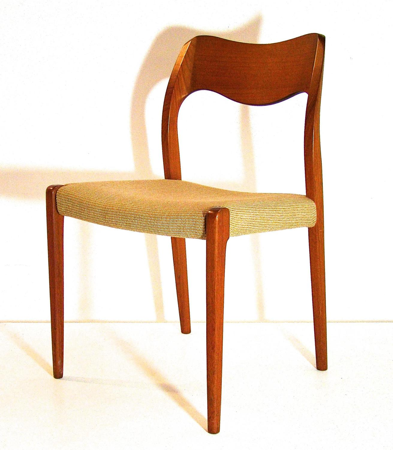 J L Moller Danish Teak Set Of Eight Dining Chairs Model 71 At 1stdibs