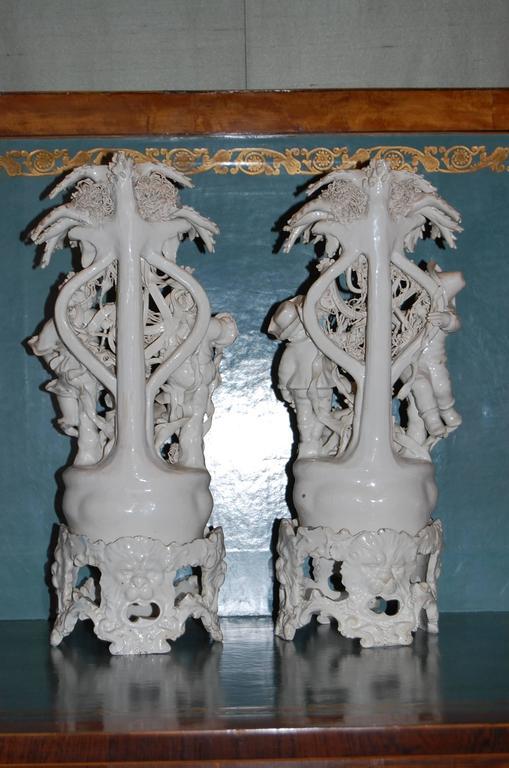 Pair of 19th Century Capodimonte Porcelain Figurines, circa 1830-1890 For Sale 2