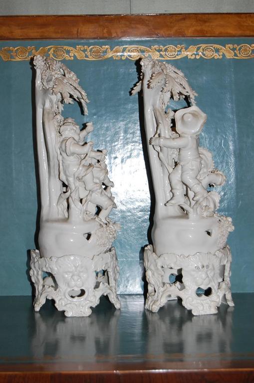 Pair of 19th Century Capodimonte Porcelain Figurines, circa 1830-1890 For Sale 3