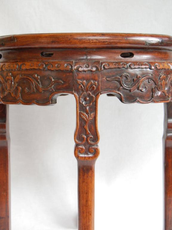 19th Century Circular Chinese Carved Rosewood Table with Marble Top For Sale 3