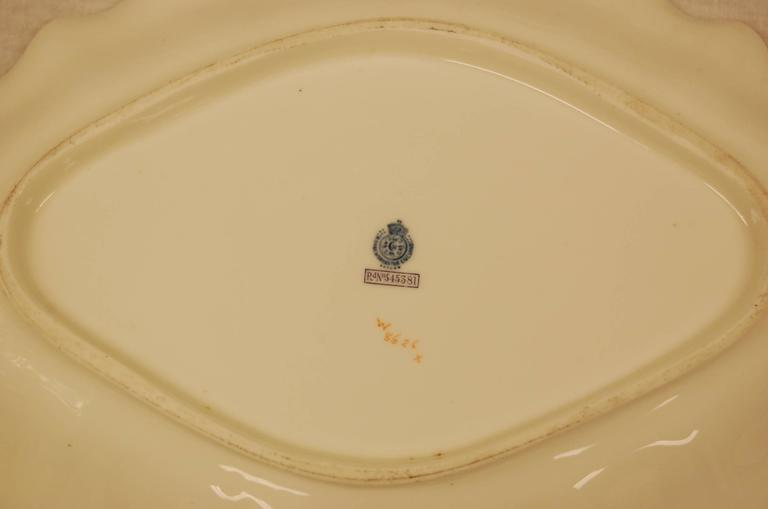Pair of Royal Worcester Oval Dessert Bowls Dating to 1909 In Good Condition For Sale In Pittsburgh, PA