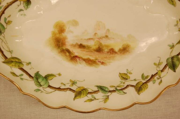 Early 20th Century Pair of Royal Worcester Oval Dessert Bowls Dating to 1909 For Sale