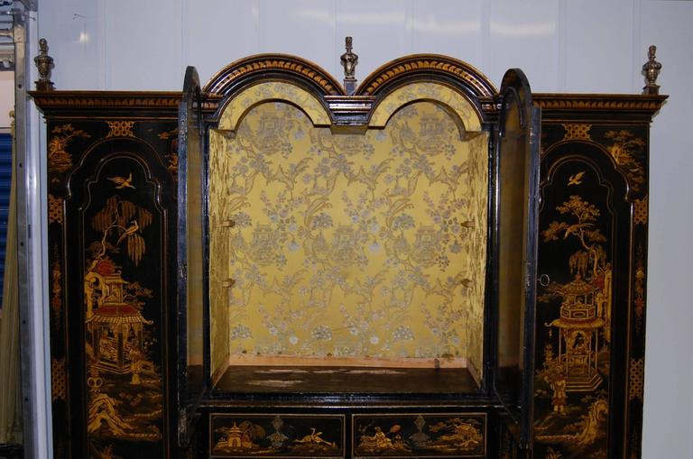 19th Century English Japanned Chinoiserie Wardrobe Cabinet In Good Condition For Sale In Pittsburgh, PA