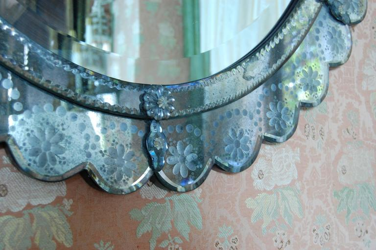 Oval Italian Art Deco Wall Mirror with Wheel Cut Designs, circa 1930-1940 For Sale 5