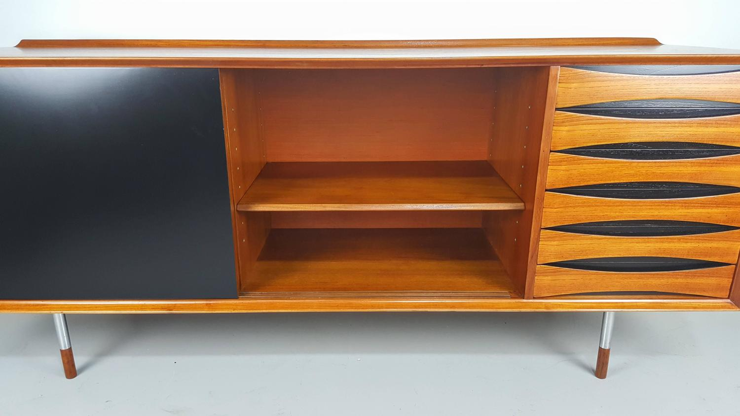 Stunning Buffet Or Credenza Model 29 By Arne Vodder For Sibast . Full resolution  snapshot, nominally Width 1500 Height 844 pixels, snapshot with #AA6821.