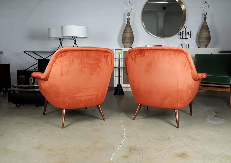 Pair of Italian Modern Lounge Chairs in Persimmon Velvet In Excellent Condition For Sale In New York, NY