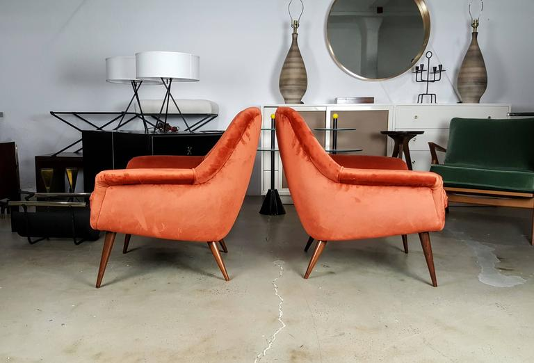 Mid-Century Modern Pair of Italian Modern Lounge Chairs in Persimmon Velvet For Sale