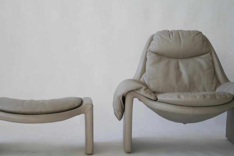 P-60 Saporiti Lounge Chair and Ottoman by Vittorio Introini In Excellent Condition For Sale In Chicago, IL