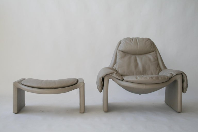 Italian P-60 Saporiti Lounge Chair and Ottoman by Vittorio Introini For Sale