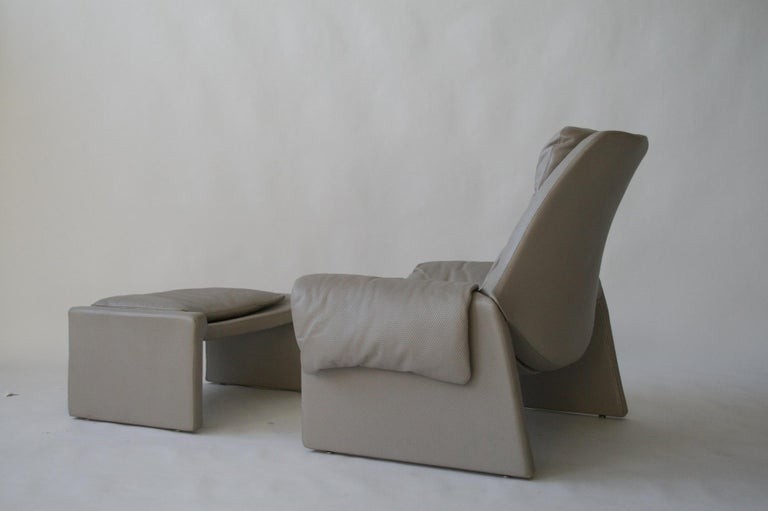Mid-Century Modern P-60 Saporiti Lounge Chair and Ottoman by Vittorio Introini For Sale