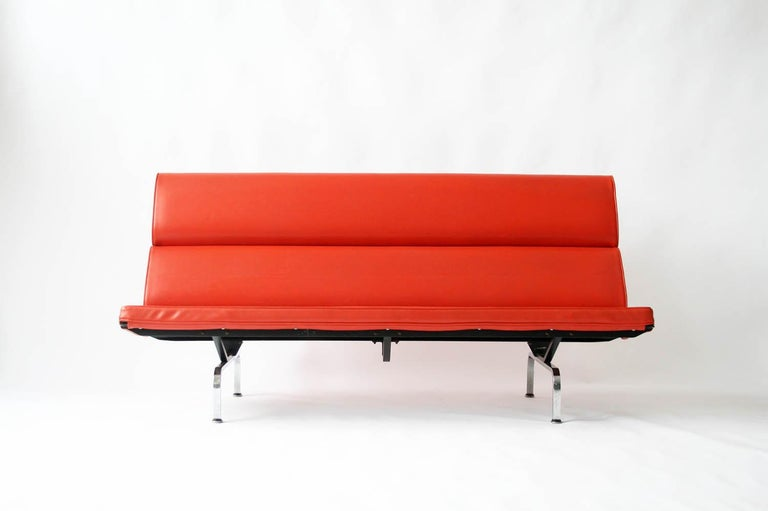 A Classic design. Vintage Eames compact sofa for Herman Miller in vintage original fabric.