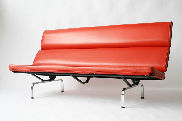 Late 20th Century Eames Sofa Compact in Original Fabric For Sale
