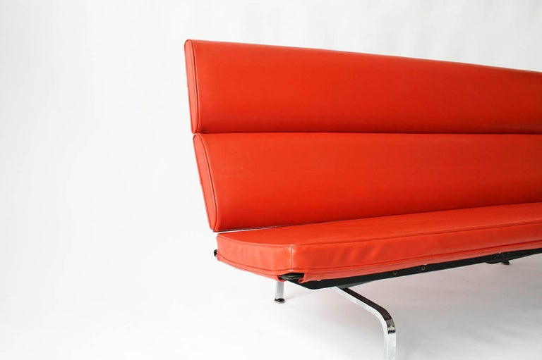 Eames Sofa Compact in Original Fabric For Sale 3