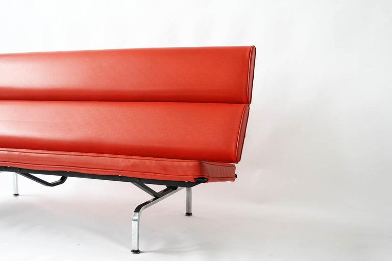 Eames Sofa Compact in Original Fabric For Sale 4