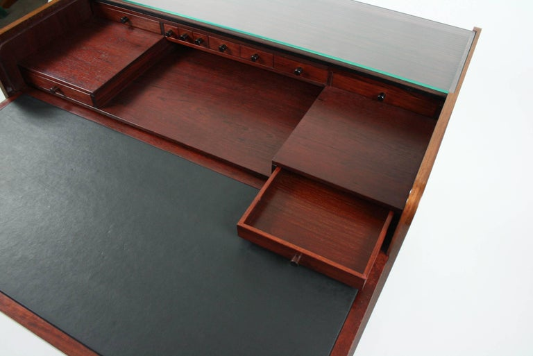 Mid-Century Modern Gianfranco Frattini Desk with Roll Top in Rosewood, circa 1962 for Bernini Italy For Sale