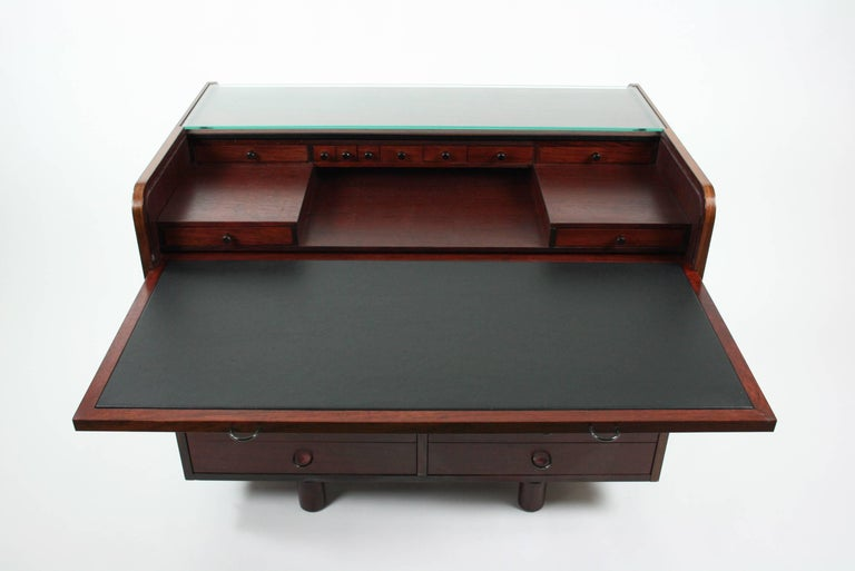 Italian Gianfranco Frattini Desk with Roll Top in Rosewood, circa 1962 for Bernini Italy For Sale