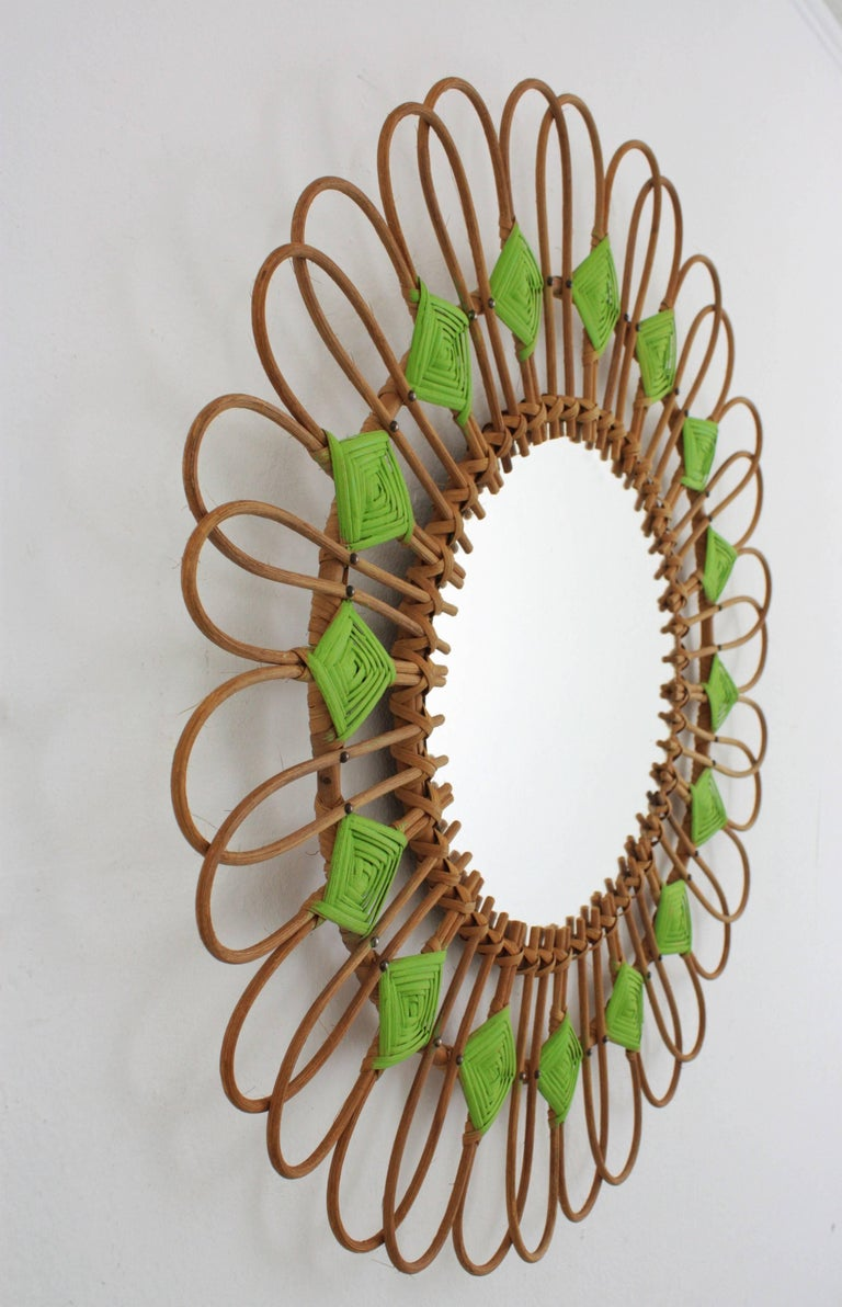 Rare Spanish 1950s Rattan Sunburst Flower Shaped Mirror with Green Rhombus In Excellent Condition For Sale In Barcelona, ES