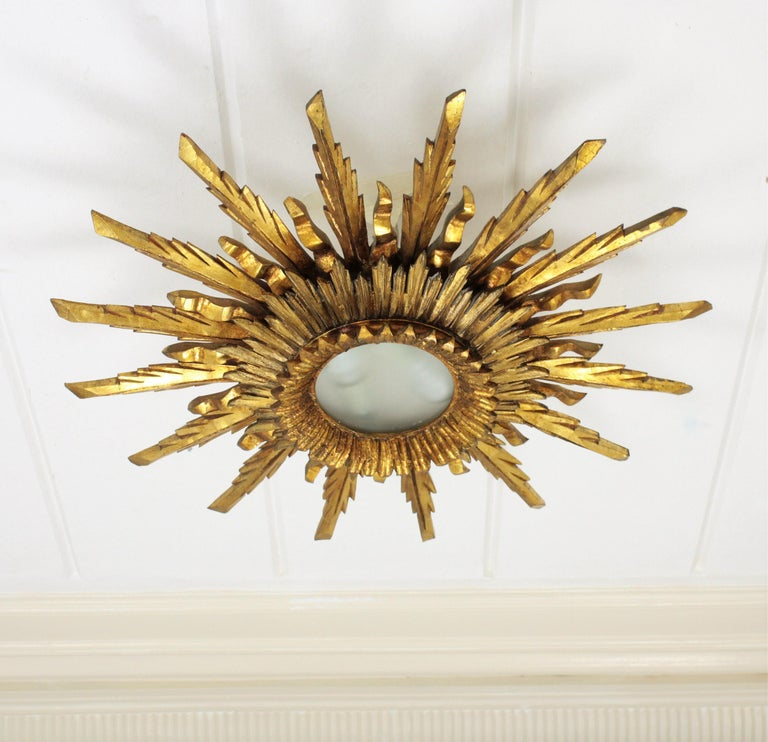 Large 1930s Baroque Gold Leaf Giltwood Sunburst Ceiling Light Fixture or Mirror For Sale 4