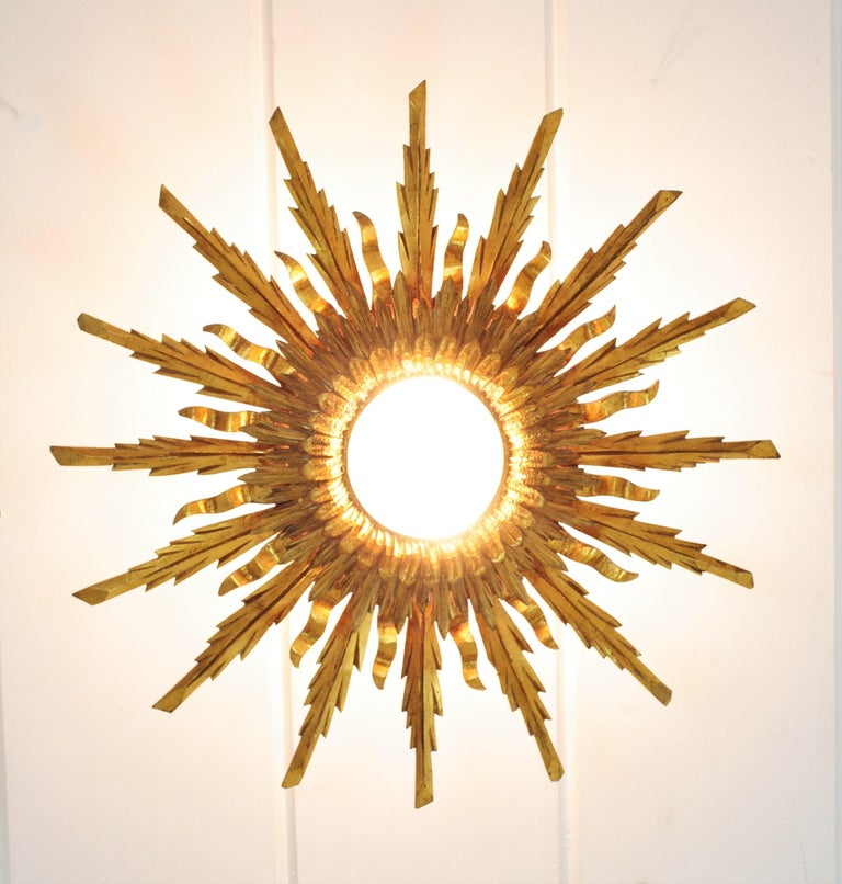 Large 1930s Baroque Gold Leaf Giltwood Sunburst Ceiling Light Fixture or Mirror For Sale 5