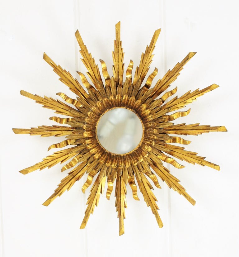 Large 1930s Baroque Gold Leaf Giltwood Sunburst Ceiling Light Fixture or Mirror In Excellent Condition For Sale In Barcelona, ES