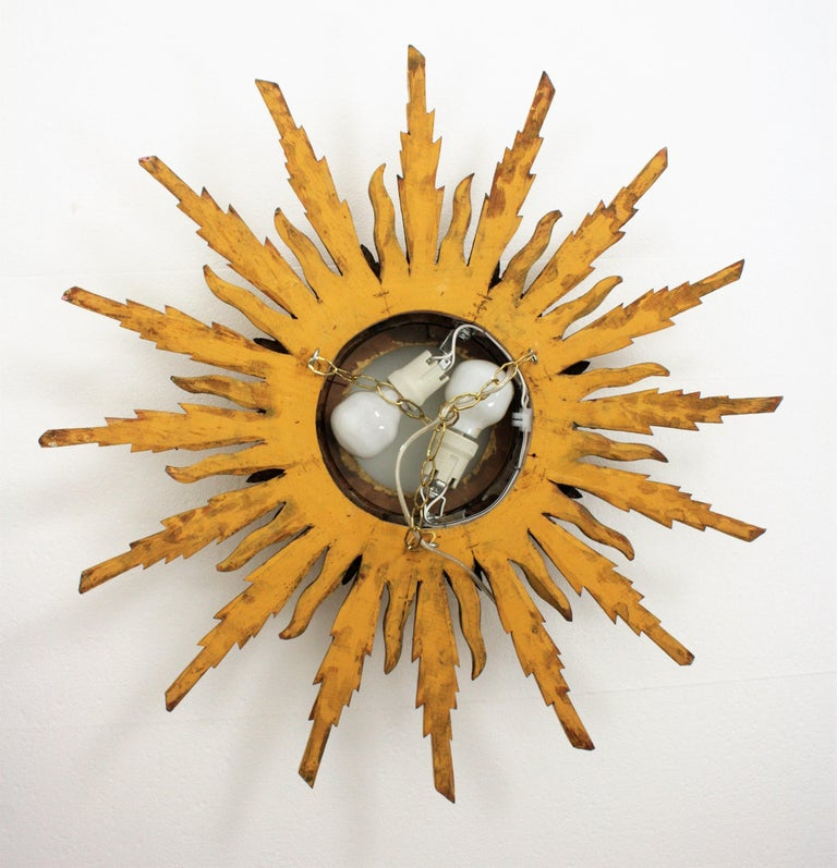 Large 1930s Baroque Gold Leaf Giltwood Sunburst Ceiling Light Fixture or Mirror For Sale 7